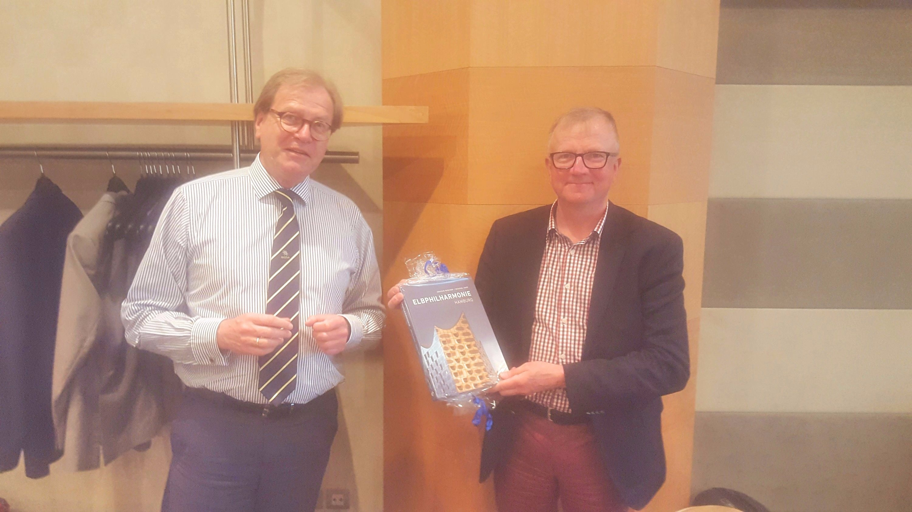 Wolfgang Sump (left) presents the souvenir book to Matti Kokkala to mark his many years of distinguished service to OCEAN and to wish him a long and happy retirement.
